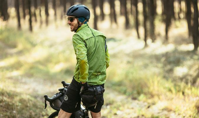 Windpack ist eine ultraleichte winddichte und wasserabweisende Jacke