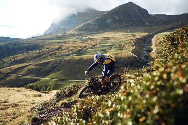 Dank des milden Klimas in Schenna/Südtirol ist Mountainbiken dort von März bis November möglich. ©Meran 2000/Manuel Ferrigato