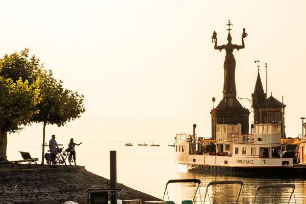 Der Konstanzer Hafen mit seiner Imperia  Krönender Abschluss der neuen, knapp 415 Kilometer langen Tour durch Baden-Württemberg ist der blaue Bodensee mit der Konzilstadt Konstanz.  Bildnachweis: www.radweg-reisen.com