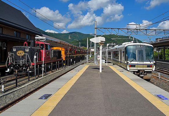 嵯峨嵐山駅からすぐ隣にはトロッコ列車が。