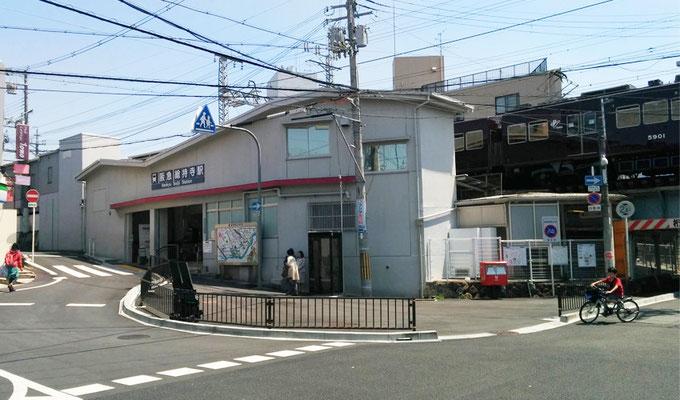 JR総持寺駅開設に先立ち駅前がリニューアルされた。