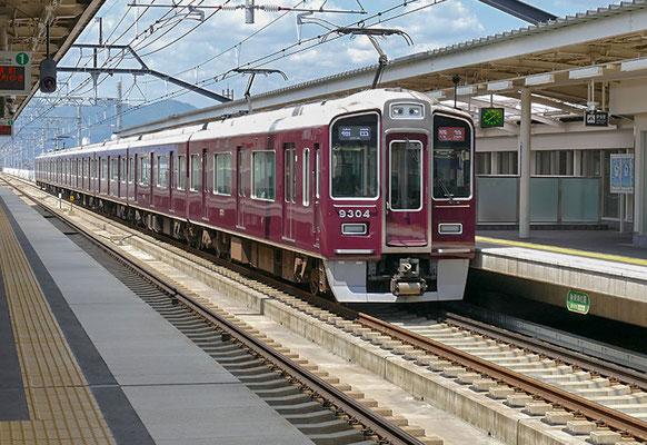 洛西口駅を特急通過。