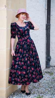 Vintage Laura Ashley Samtkleid