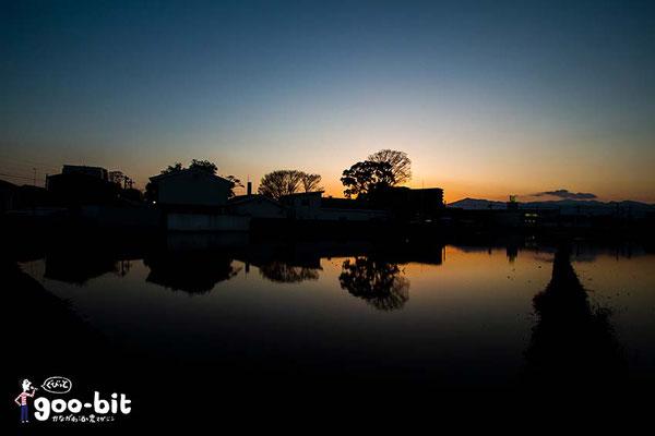 泉橋酒造さんの「冬期湛水」。冬の日没後に撮りました。(海老名市)