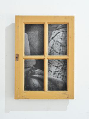 Nous autres 2.2, 2019, fenêtre et châssis bois, images photographiques marouflées sur bois, 60x45x10cm.