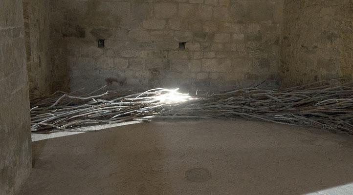 Coulée sèche, vue d'une chapelle médiane, bois tressé, impressions laser et papier marouflés sur bois.