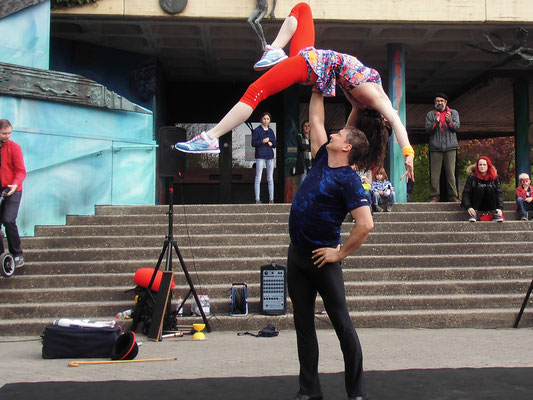 Performance Akrobatik und Tanz