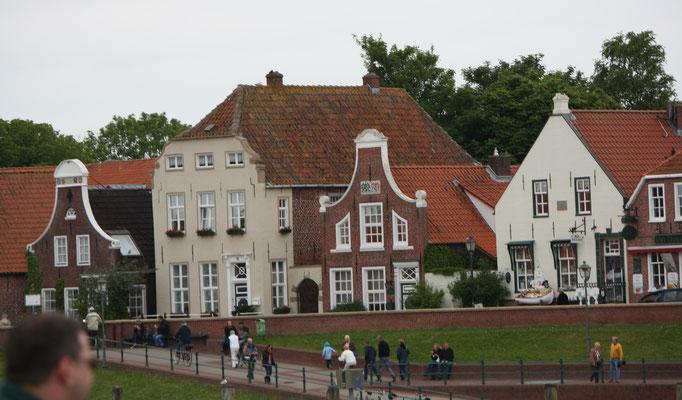 24 Häuser am Deich/Houses at the dyke