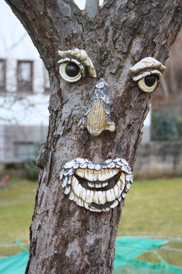 6 Gesicht aus Holz/Face of wood