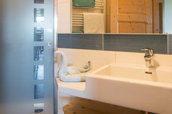 Badezimmer Ferienwohnung Himmelbett am Biobauernhof Stadler