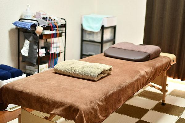 自律神経の乱れを整える効果のあるヒーリングBGMが流れ、落ち着いた空間で施術を受けて頂けます。
