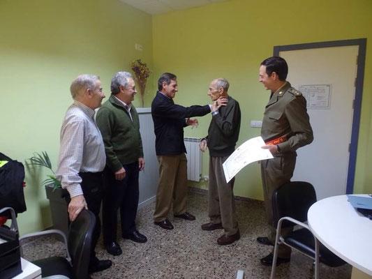 Los Coroneles Jose Manuel Garcia, Carlos Alba y Garcia Barcelo en  ambiente disternido
