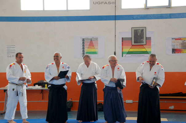 Entrega de obsequios a la Comision Nacional de Aikido