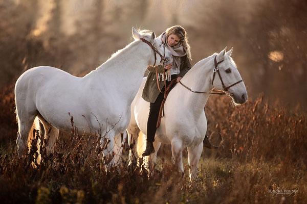 Fotoshooting im Winter mit Pferd und Mensch