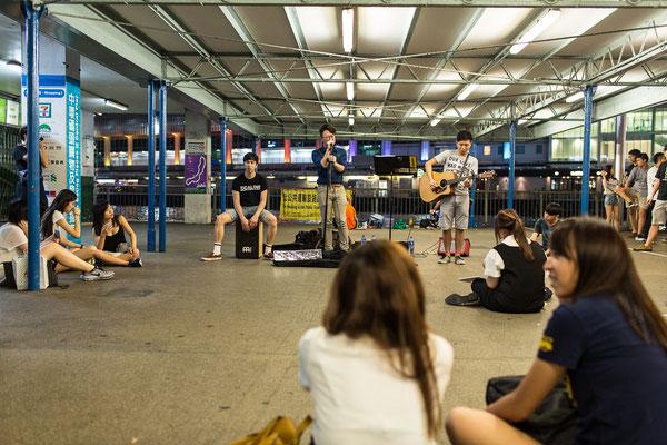 Straßenmusiker findet man in ganz Hongkong