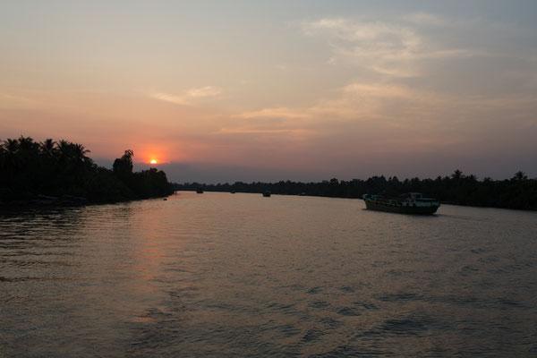 der Tag auf dem Fluss geht zu Ende