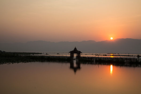 Sonnenaufgang am Inle-See