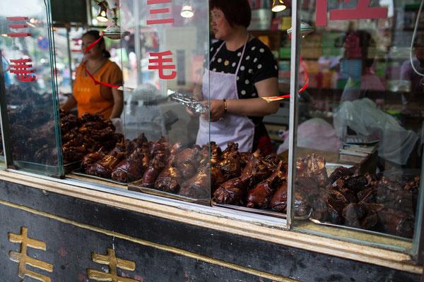 glasierte Schweinshaxen eine Delikatesse aus Tongli