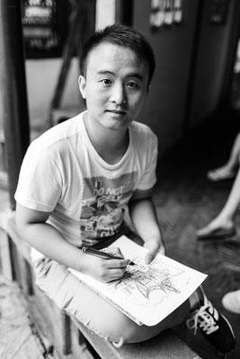 Architekten Student in einem der wunderschönen Gärten von Suzhou