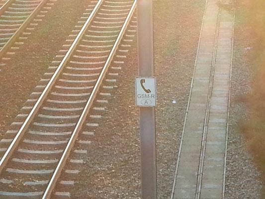 Auch an der Bahnlinie merkt man den Grenzübertritt