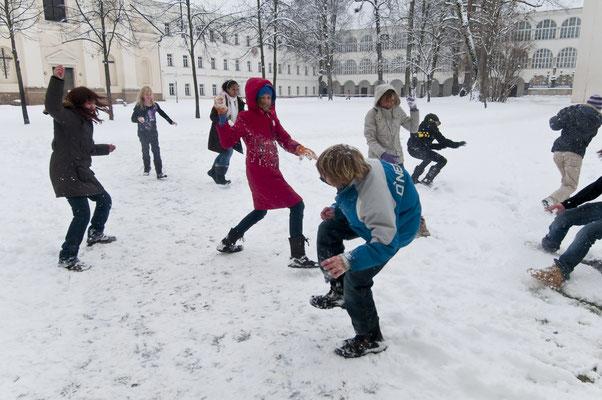 Was wäre ein Winter ohne Schneeballschlacht?