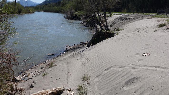 Der Wasserstand hat sich beim Hochwasser um knapp drei Meter erhöht.