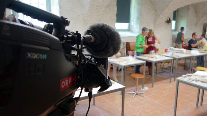 Am Freitag filmte der ORF einen Beitrag für Kärnten-Heute. Im Foto eine Szene aus dem Kurs für Einsteiger/innen in die Keramik.
