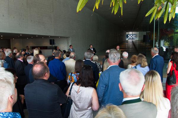 Peter Liaunig begrüßt in einer launigen Rede die zahlreichen Gäste