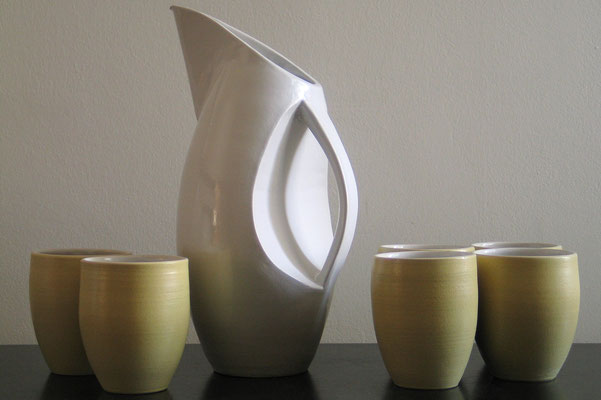 Wasserkrug, inspiriert von weißen Wasservögeln mit gelben Küken (2007)