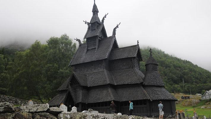 Die Stabkirche von Borgund gehört zu den herausragendsten Beispielen der norwegischen Stabbaukunst und ist eines der ältesten Holzgebäude Europas