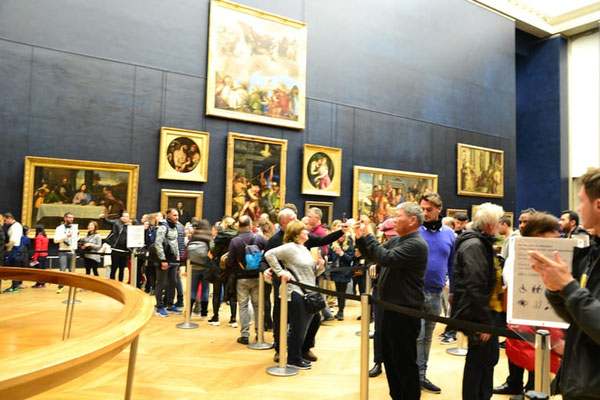 Louvre Andrang vor Mona Lisa