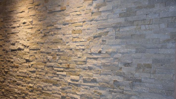 Natursteinverblender als Highlight im Wohnzimmer