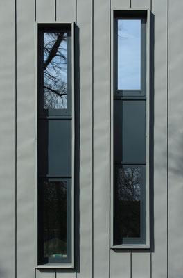 Der schlichte Charakter des neuen Gebäudes der Stadtbibliothek Oranienburg wird unterstrichen durch die einfache Fenstergestaltung