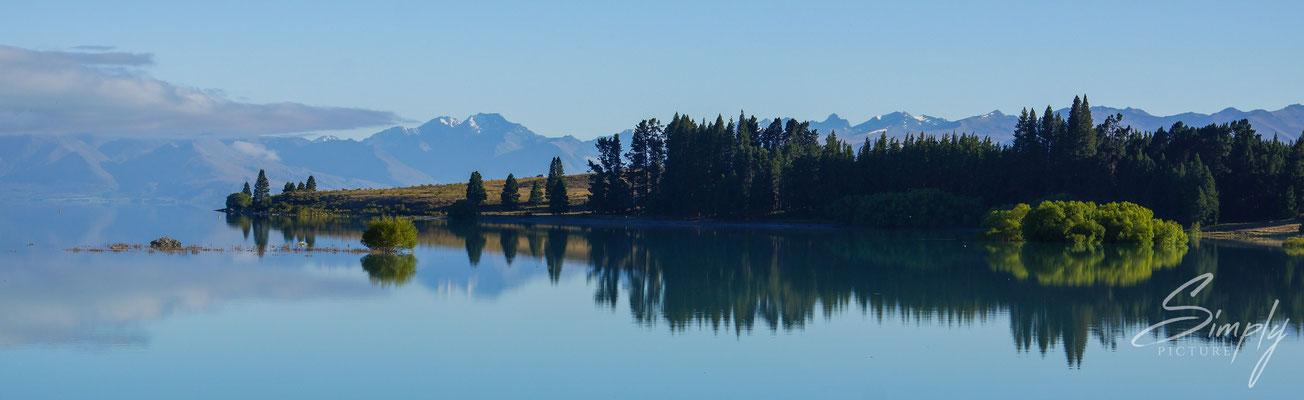 Lake Tekapo, Morgenstimmung über dem spiegelglatten See