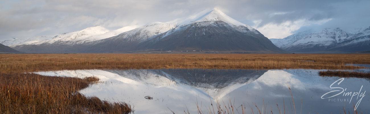 Bergspiegelung im Baulutjorn See nähe Höfn.