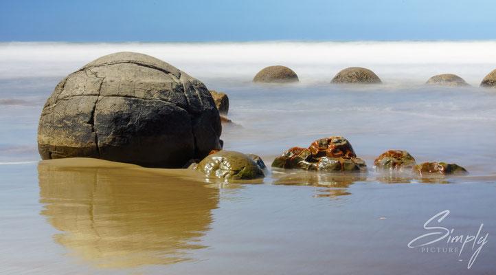 Moeraki Bolders, grosse runde Steine in der Brandung, Langzeitaufnahme