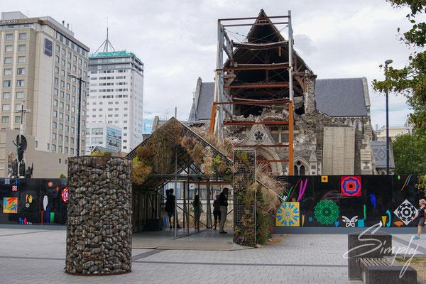 Christchurch, ChristChurch Cathedral, halb zusammengebrochen Kirche mit Abstützungen und sicherheit Abschrankungen