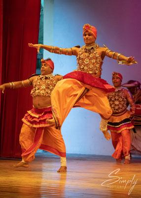 Traditioneller Tanz von Männern in Kandy