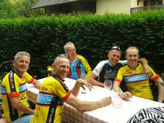 14.5.2015 Pause bei Trainingsfahrt Eglisau-Rafzerfeld-Kalter Wangen-Gärtli