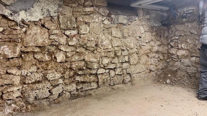 Bruchsteinwand von innen abdichten