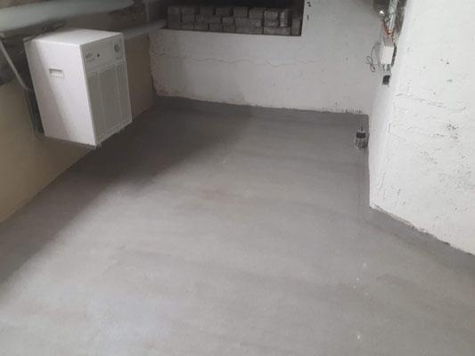 Sanierung von Kellerwand aus Stampfbeton, Bautenschutz,  Kellersanierung, Vertikalsperre, Injektionsabdichtung, Keller Abdichten von innen im Injektionsverfahren