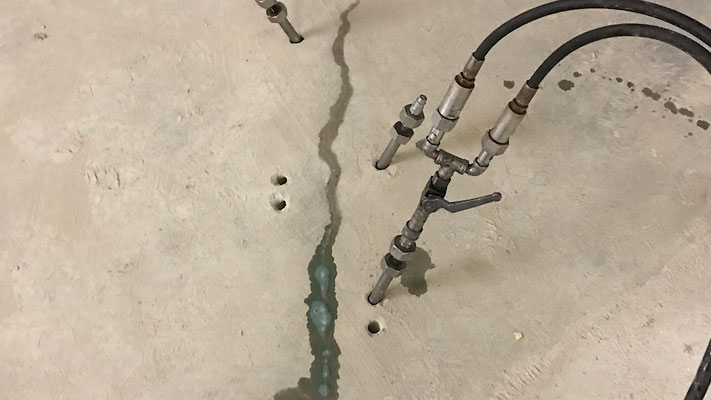 Abdichtung wasserführender Risse