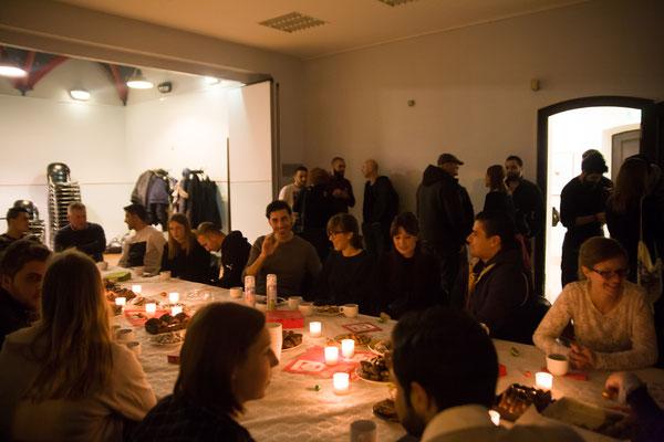 16.12.16 - Weihnachtsfeier im BüZe Ehrenfeld: ein krönender Abschluss mit Glühwein, heißer Schokolade, Lebkuchen und Spekulatius