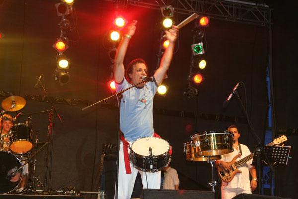 Fotos: Andrea Maragogi Auf dem Foto: Osmar Oliveira - Bandleader, Vokal, Percussion