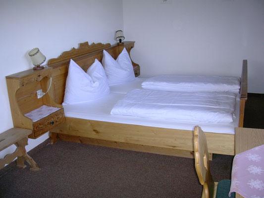 Schlafzimmer in der kleineren Wohnung.