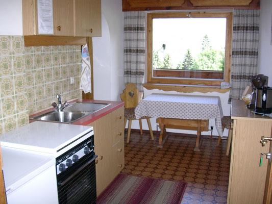Kochbereich in der kleineren Wohnung.