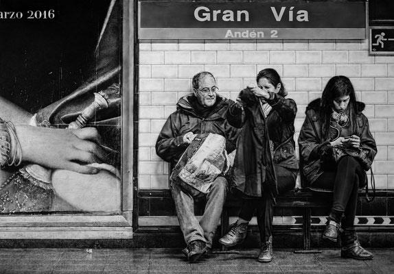 Roberto Carrillo - (España) -Mágia cotidiana - Grafito y tinta acrílica sobre papel pegado a tabla - 100x70