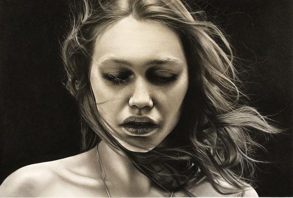 Omar Abud Villafuerte - Rebeca - grafito y carbon sobre papel - 38x57