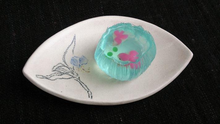 「 露草 」    いただいた 和菓子を  たまには 自作の器で☆ ...   (2016.7.10) (c) Yukie Arai