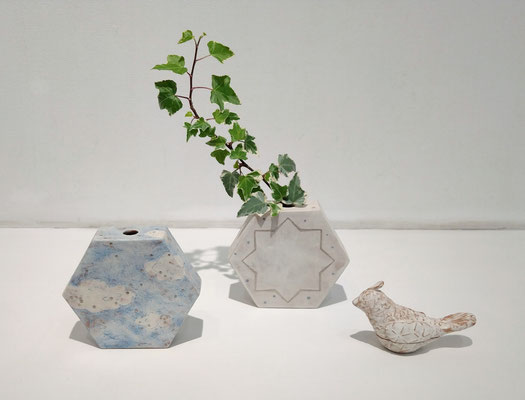 花器「空模様」  花器「星屑」  香合「風呼鳥」 (2021.5.18) (c) Yukie Arai